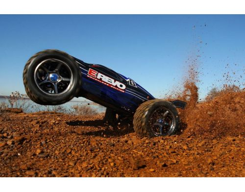 Фото №9 - Автомобиль Traxxas E-Revo Brushless Monster 1:10 RTR 582 мм 4WD 2,4 ГГц (56087-1 Blue)