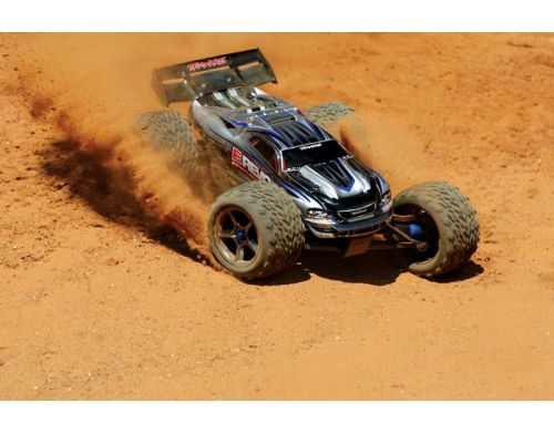 Фото №10 - Автомобиль Traxxas E-Revo Brushless Monster 1:10 RTR 582 мм 4WD 2,4 ГГц (56087-1 Silver)