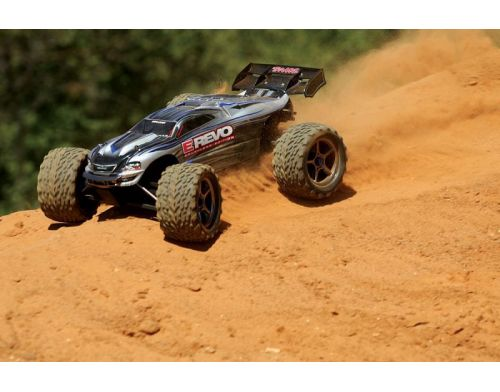 Фото №12 - Автомобиль Traxxas E-Revo Brushless Monster 1:10 RTR 582 мм 4WD 2,4 ГГц (56087-1 Silver)